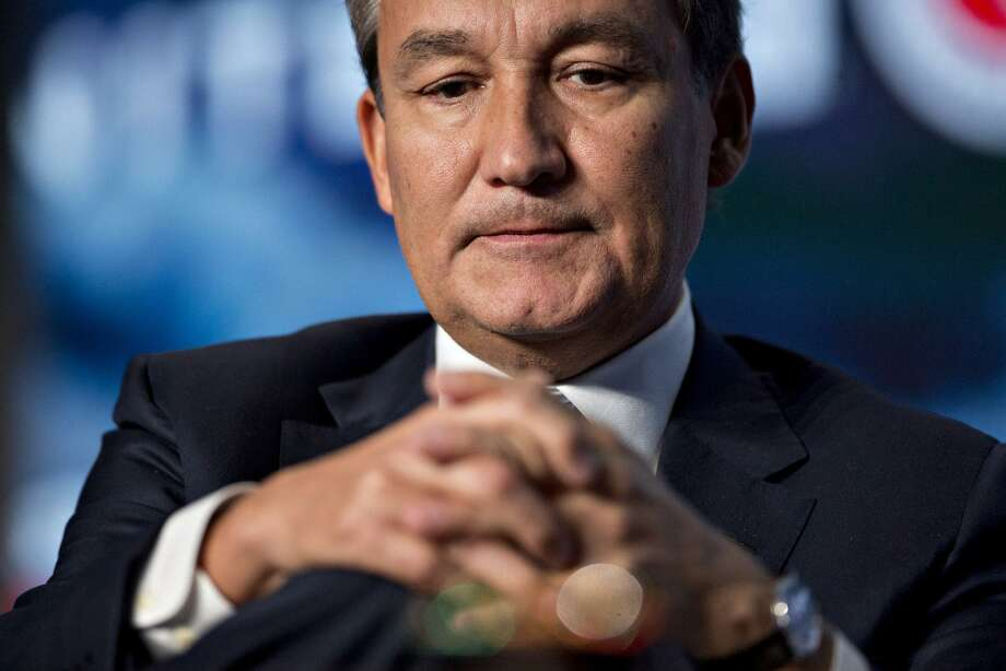 Previously known for his deft touch in rescuing United from a corruption scandal, weathering a proxy fight and winning unprecedented labor peace, now CEO Oscar Munoz is the head of an airline that, for some passengers, has instantly become Public Enemy No. 1. Photo: Andrew Harrer /Bloomberg News / © 2017 Bloomberg Finance LP