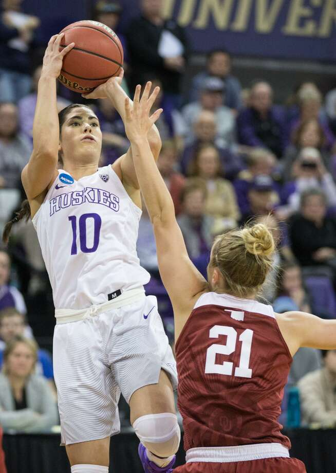 UW's Kelsey Plum shoots over Oklahoma's Gabbi Ortiz in the first half of a second-round game in the NCAA Tournament on March 20, 2017, at Alaska Airlines Arena in Seattle. Photo: Grant Hindsley /SeattlePI.com / SEATTLEPI.COM