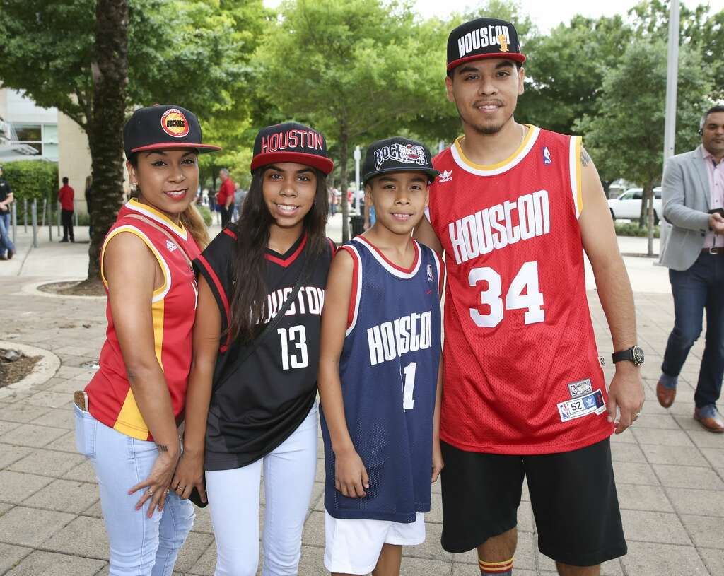 Se season tickets for houston rockets - Fans Pose For A Photo Before The Rockets Takes On Minnesota Timberwolves Wednesday April 12