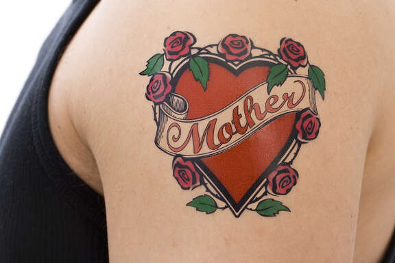 Mother tattoo on arm (Fotolia)