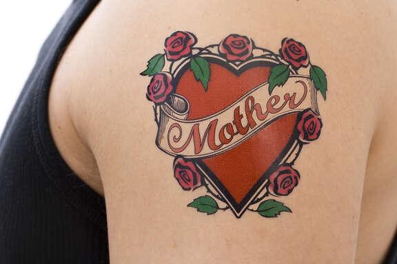 Mother tattoo on arm (Fotolia)