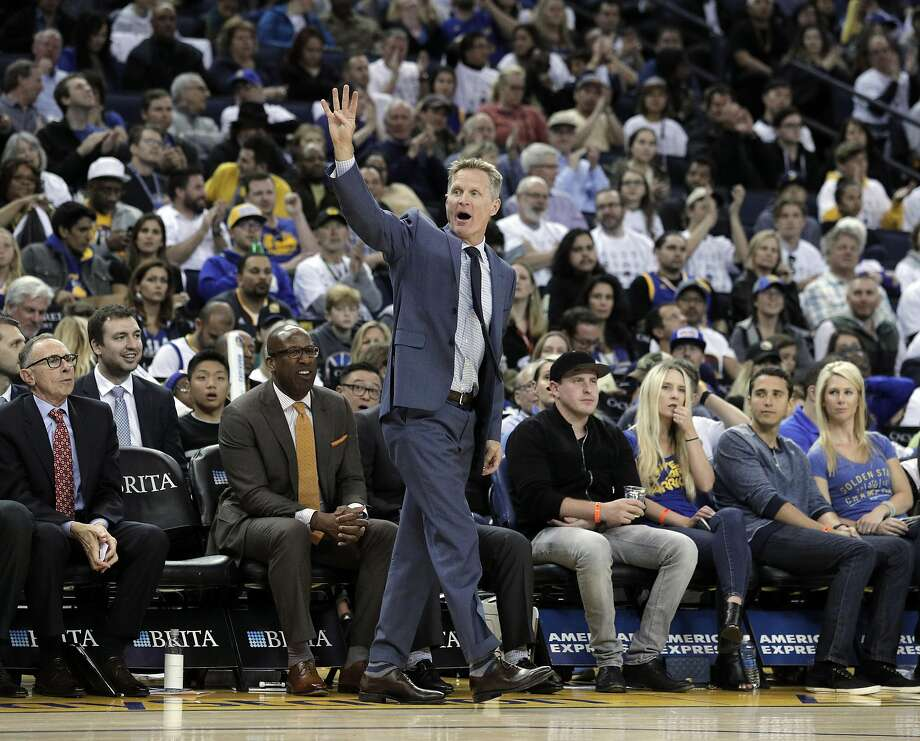 Steve Kerr calls a play during an inbound play during the second half as the Golden State Warriors played Los Angeles Lakers at Oracle Arena in Oakland, Calif., on Wednesday, April 12, 2017. Photo: Carlos Avila Gonzalez, The Chronicle