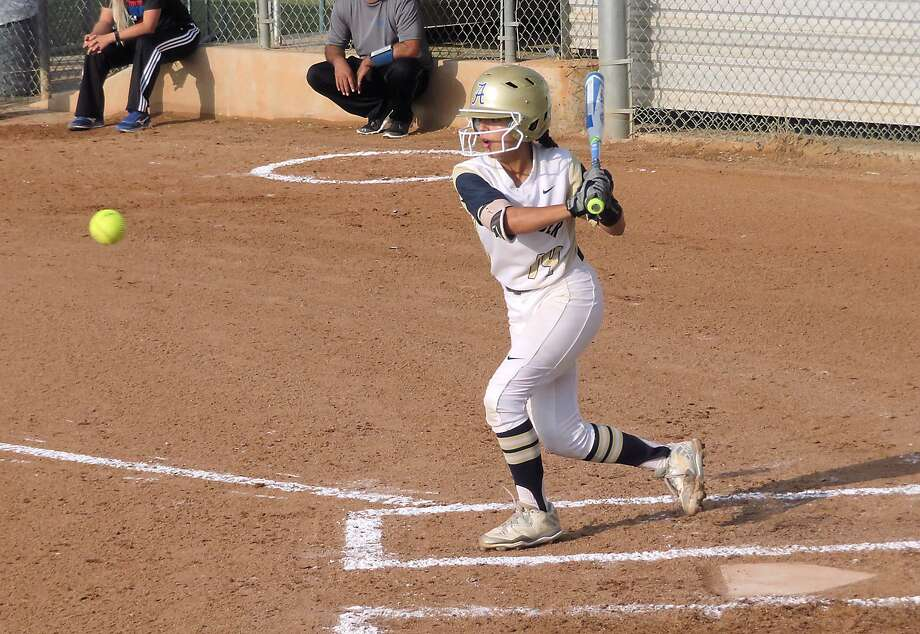 Sheila Hernandez was 2-for-3 with two runs and three stolen bases as third-place Alexander won 4-1 at Del Rio Tuesday. Photo: Cuate Santos /Laredo Morning Times File / Laredo Morning Times