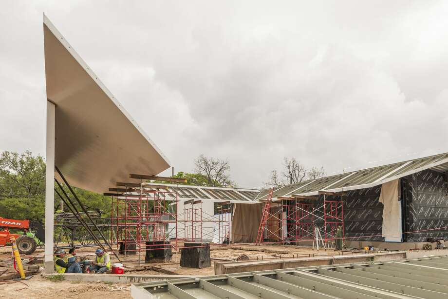 The last signature steel canopy is maneuvered into place at the new Menil Drawing Institute, designed by Los Angeles-based architecture firm Johnston Marklee. Photo: Paul Hester