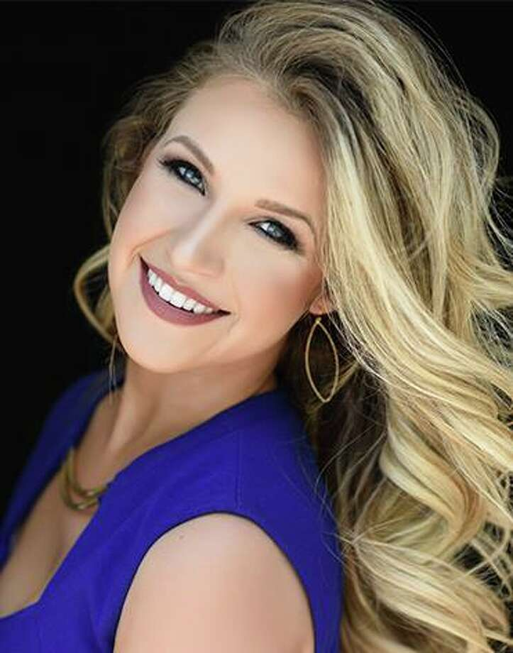 Taylor - Mrs. Willis Photo: Mrs. Texas Pageant