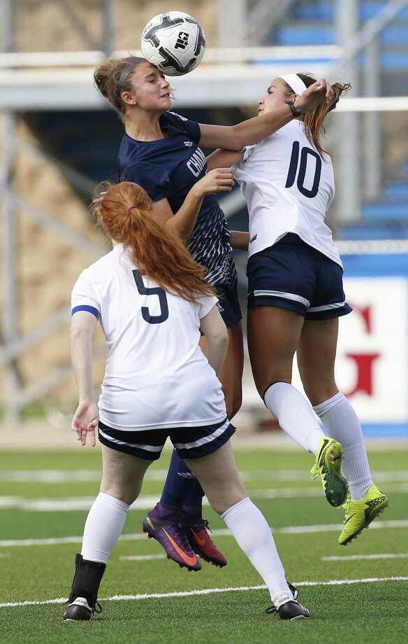 Boerne Champion's Ashlyn Fulgham (12) hits a header over Dallas Highland Park's Natalie Dargene (5) and Presley Echols (10) during the UIL soccer class 5A semifinals at Birkelbach Field, Georgetown, Thursday, April. 13, 2017. (Stephen Spillman) Photo: Stephen Spillman / Stephen Spillman / stephenspillman@me.com Stephen Spillman