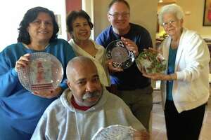Residents of The Forum at Memorial Woods attend a plate workshop with ARTreach.