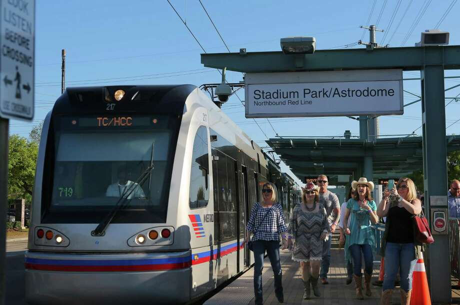 Houston has light rail, shown here. There is no reason San Antonio shouldn't as well. Photo: Mark Mulligan /Mark Mulligan / Houston Chronicle / 2017 Mark Mulligan / Houston Chronicle