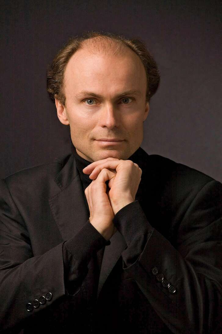 Ragnar Bohlin conducts the San Francisco Symphony Chorus in Davies Symphony Hall on Sunday (5/17)
