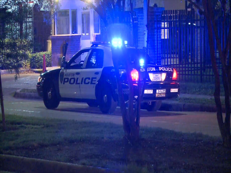 A screenshot of video footage of an apartment complex near the intersection of Blodgett and Scott Streets in Houston, Texas on April 14, 2017. Police say a person was shot during a robbery near Texas Southern University. Photo: Metro Video Services, LLC/For The Houston Chronicle