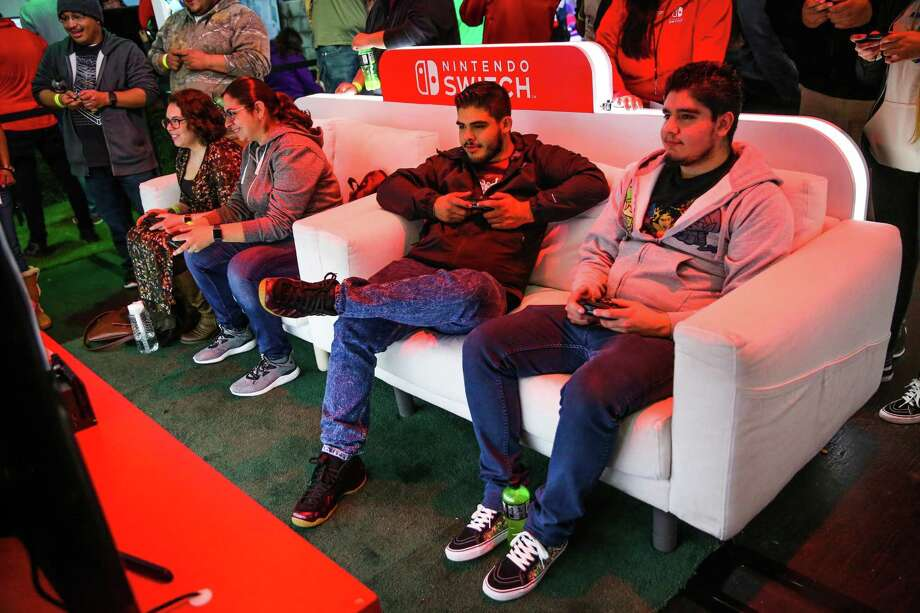 Brothers Nestor Alvarado (center) and Rodrigo Alvarado test the Nintendo Switch, in February 2017 in San Francisco. Photo: Gabrielle Lurie / The Chronicle / ONLINE_YES