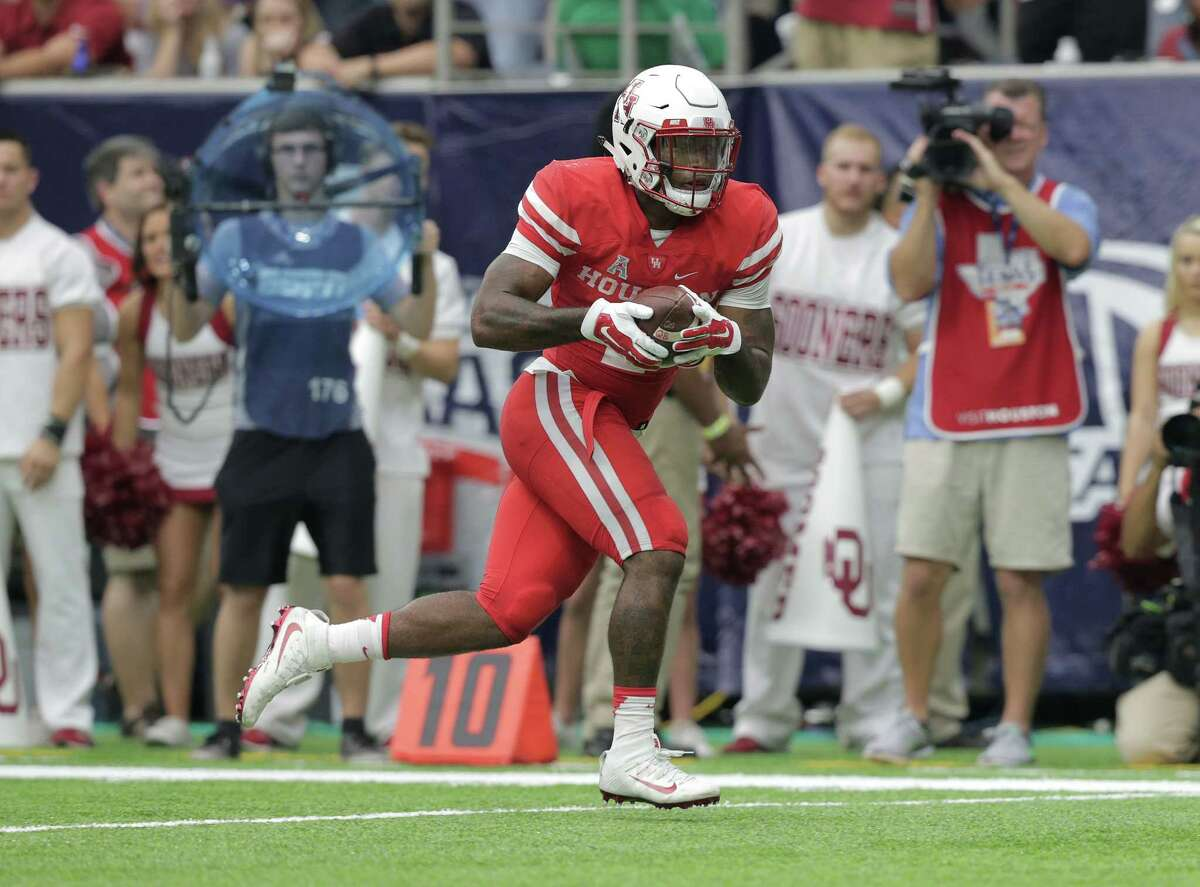 Houston Cougars running back Duke Catalon (2) head into the end zone in the first half against Oklahoma Sooners on Saturday, Sept. 3, 2016, at NRG Stadium in Houston. ( Elizabeth Conley / Houston Chronicle )