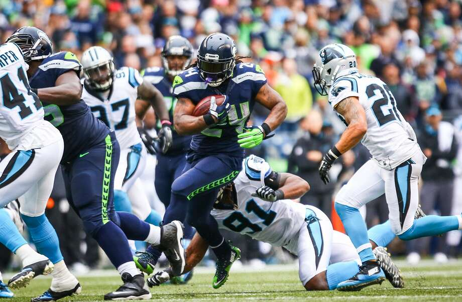 Seattle Seahawks player Marshawn Lynch gains yards against the Carolina Panthers on Sunday, October 18, 2015.  Photo: JOSHUA TRUJILLO, SEATTLEPI.COM