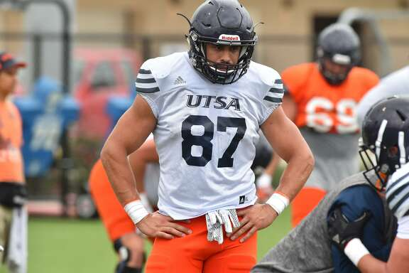 UTSA's Robert Ursua, a non-traditional student who served 7 years in the U.S. Navy, goes through spring practice drills on the campus Monday.
