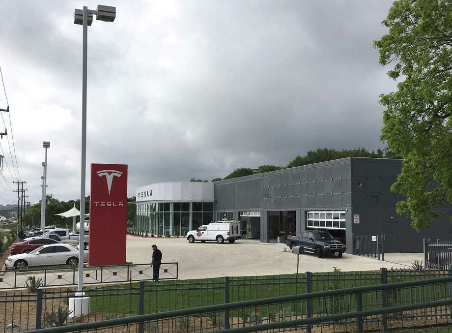 """Tesla is wrapping up work on its new showroom and service center. The 13,000-square-foot building will be used to do maintenance on customer's cars and as an """"educational center"""" for potential new customers. Photo: Billy Calzada /San Antonio Express-News"""