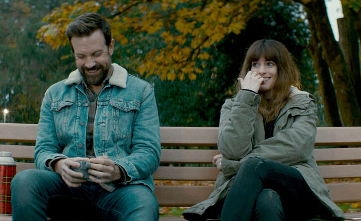 """Jason Sudeikis and Anne Hathaway in """"Colossal."""" MUST CREDIT: Neon"""