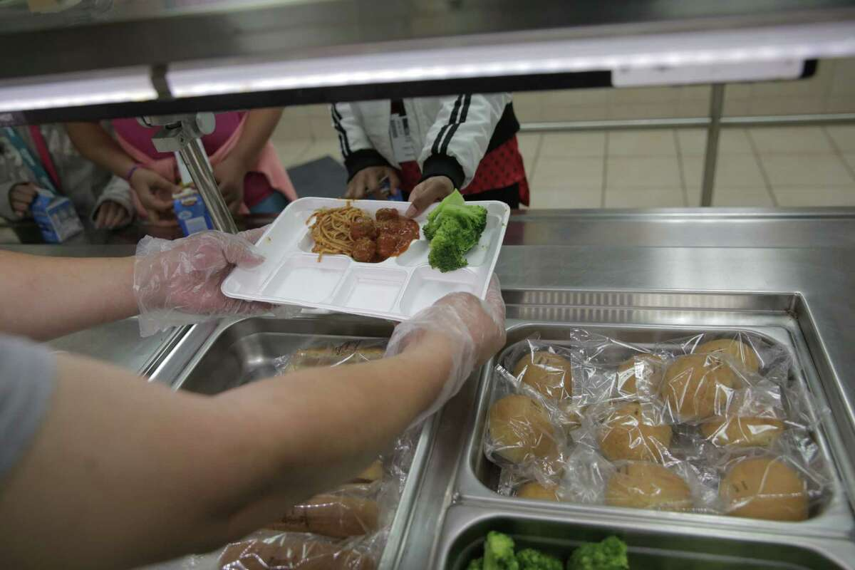 Schools should ramp up policies encouraging enrollment in federal free lunch programs. ( Elizabeth Conley / Houston Chronicle )
