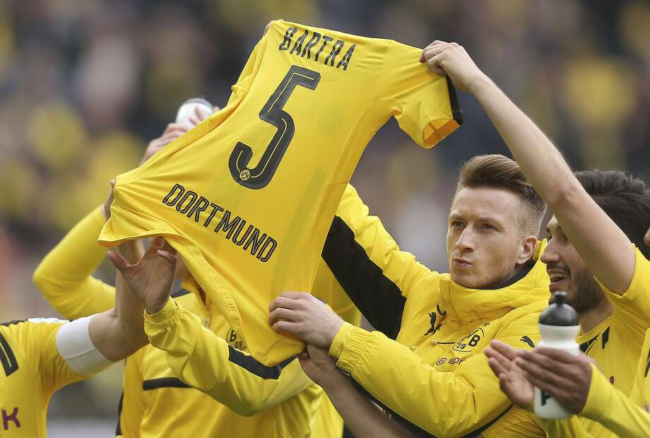 Borussia Dortmund's Marco Reus pays tribute to Marc Bartra, who was injured in a terror attack. Photo: Ina Fassbender, Associated Press