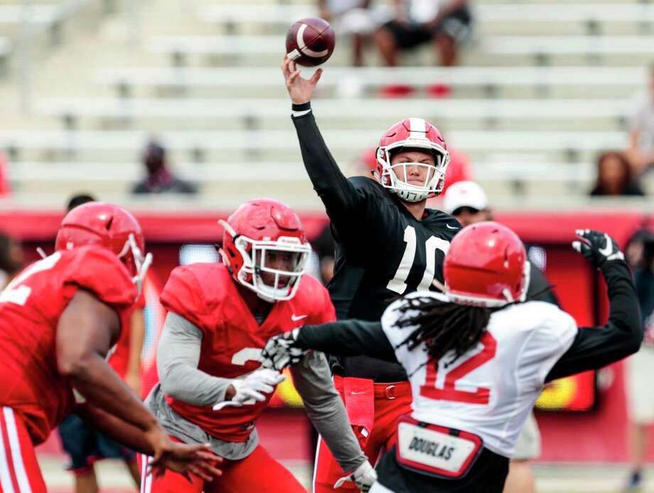Houston quarterback Kyle Allen (10) throws a pass over linebacker d'Juan Hines (12) during the University of Houston Red-White Game at TDECU Stadium on Saturday, April 15, 2017, in Houston. Photo: Brett Coomer, Houston Chronicle / © 2017 Houston Chronicle