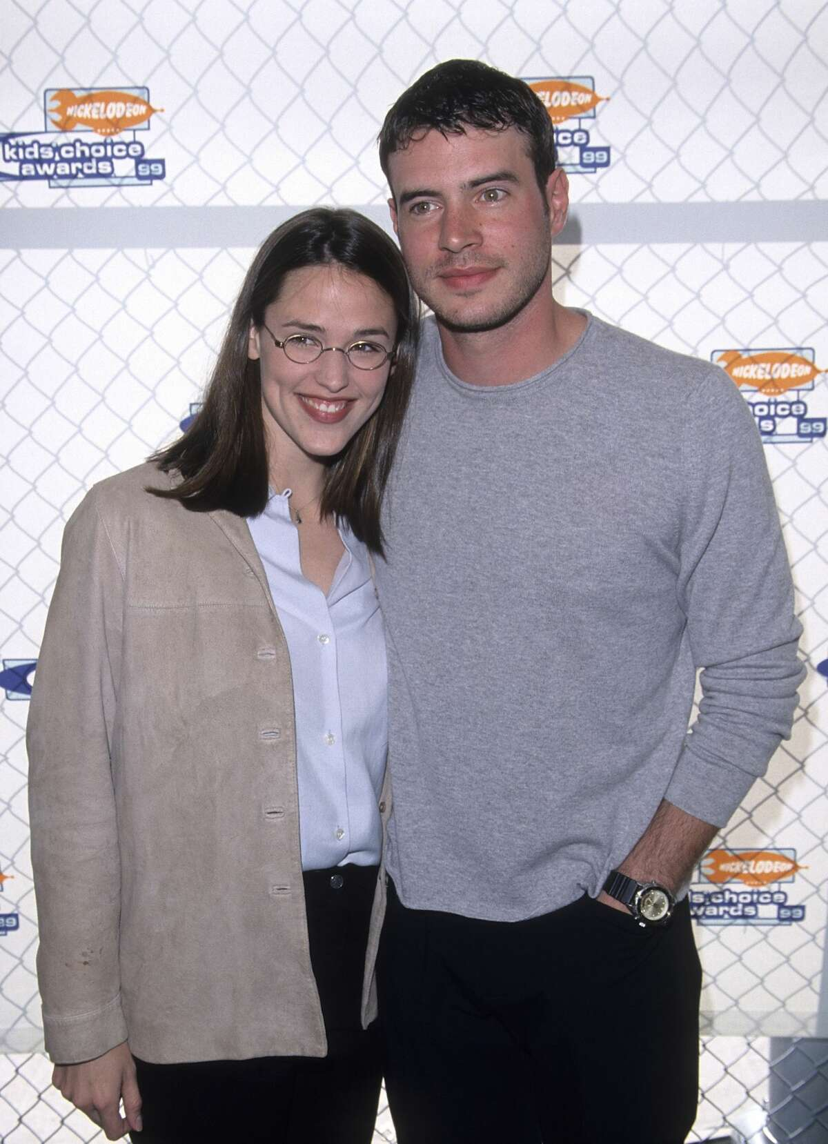 1990: Actress Jennifer Garner and actor Scott Foley attend the 12th Annual Nickelodeon's Kids' Choice Awards on May 1, 1999 at Pauley Pavilion, UCLA in Westwood, California.