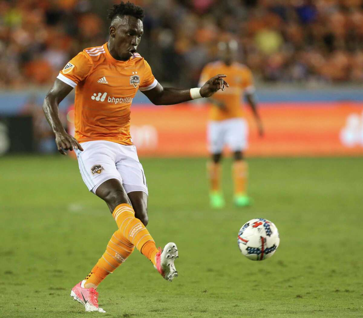Houston Dynamo forward Alberth Elis (17) drives down the field during the second half of the game at BBVA Compass Stadium Saturday, April 15, 2017, in Houston.