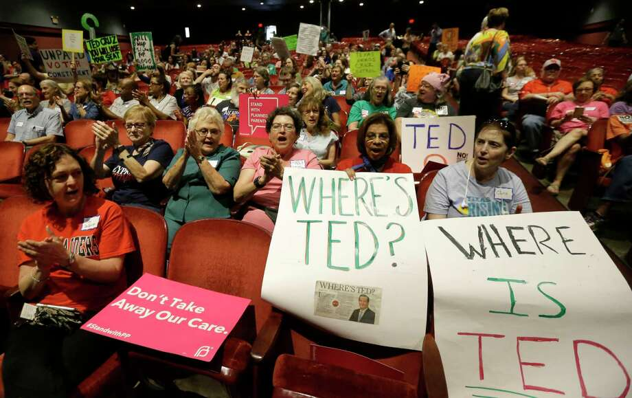 Attendees applaud Saturday at the Ted Cruz Is Missing Town Hall at TSU's Sawyer Auditorium. The event was sponsored by a coalition of progressive groups. Cruz did not accept the invitation to attend, but a spokesman said Cruz did take questions in Stafford last week. Photo: Melissa Phillip, Staff / © 2017 Houston Chronicle
