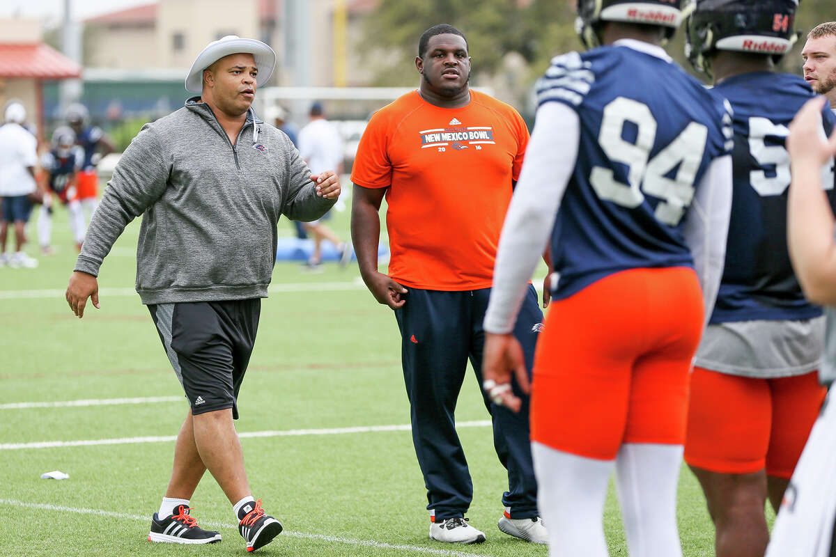 UTSA defensive line coach Bo Davis (left) during the opening day of spring practice on Monday, March 6, 2017. MARVIN PFEIFFER/ mpfeiffer@express-news.net