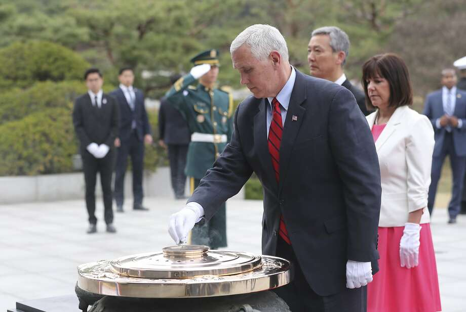 Vice President Mike Pence and his wife, Karen, attend a ceremony at Seoul National Cemetery. Photo: Lee Jin-man, Associated Press