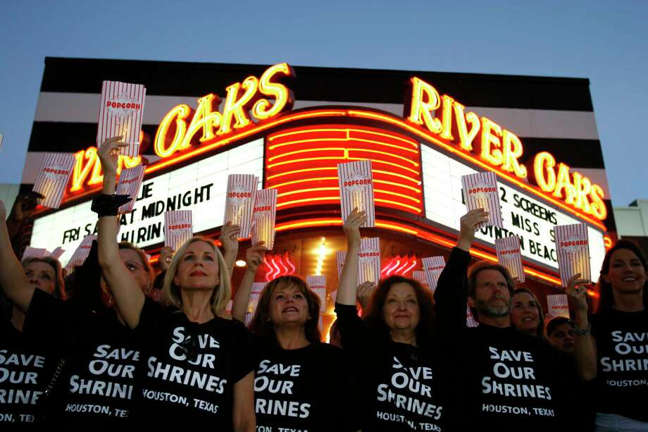 In 2006, preservationists rallied outside the River Oaks Theatre, which was slated for demolition. Under a bill in the Texas house, the theatre might not be eligible for preservation. And a 30-day time limit would limit citizens' ability to protest developers' plans. Photo: Nick De La Torre, STAFF / Houston Chronicle