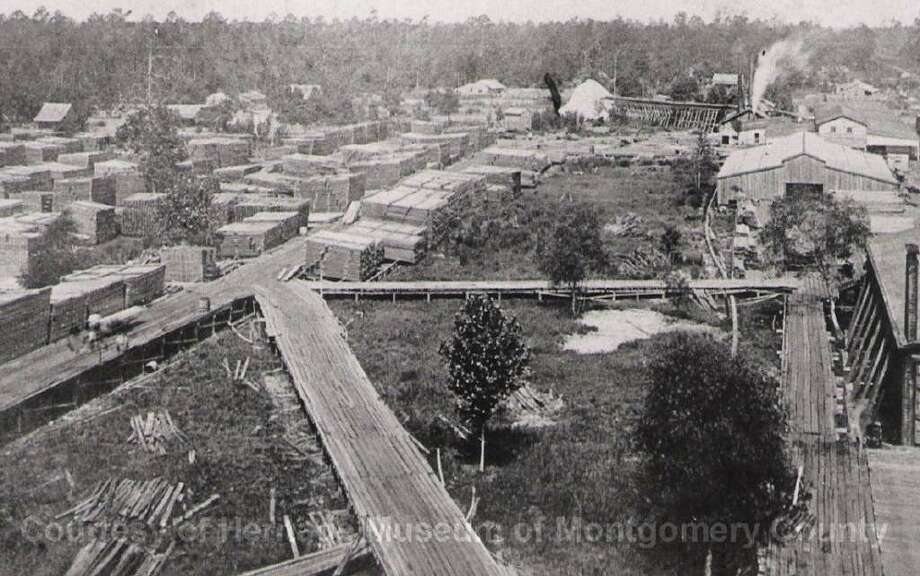 The Keystone Mill in Waukegan in 1925. Pallets and pallets of lumber can be seen in the left portion of the picture.