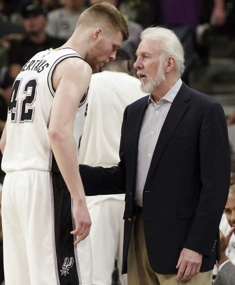 Spurs coach Gregg Popovich talks to rookie forward Davis Bertans during the second half against the Los Angeles Lakers on April 5, 2017, in San Antonio. Photo: Darren Abate /Associated Press / FR115 AP