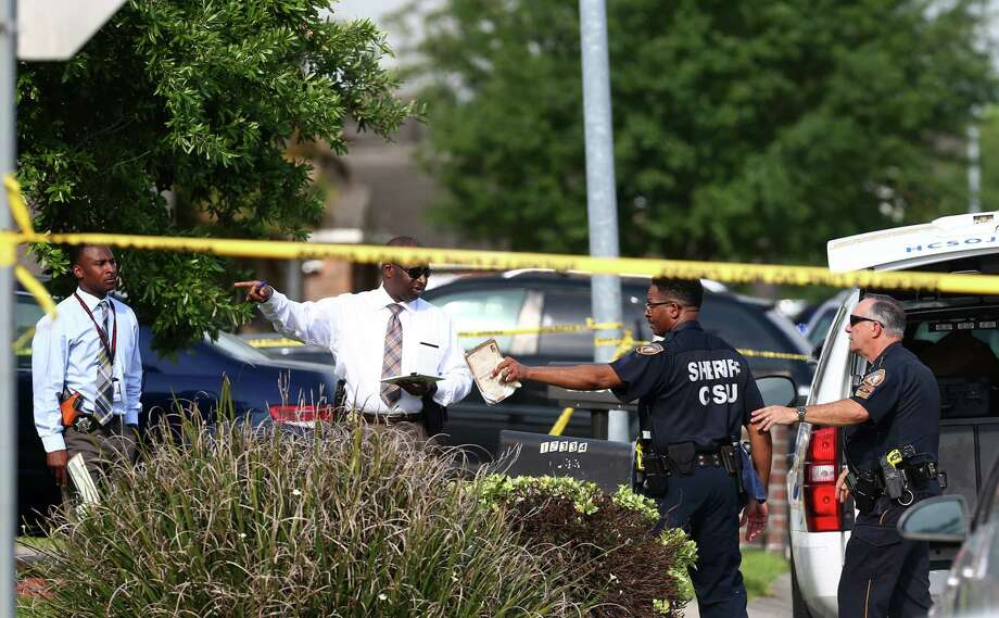 Authorities investigate a scene where a woman was fatally shot outside a home on the 12300 block of Greencanyon Drive Monday, April 17, 2017, in Houston. Photo: Godofredo A. Vasquez, Houston Chronicle / Godofredo A. Vasquez