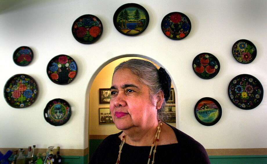 Alicia Guadiana has been a San Antonio icon in the Mexican food restaurant business for almost the past 40 years where she works as a hostess at La Fonda on Main. John Davenport / Staff Photo: JOHN DAVENPORT, STAFF / SAN ANTONIO EXPRESS-NEWS / SAN ANTONIO EXPRESS-NEWS