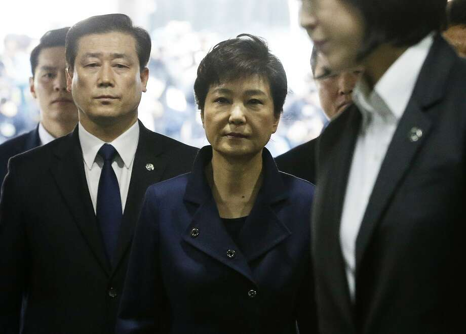 A March 30 photo shows ousted leader Park Geun-hye (center) arriving at a courthouse in Seoul. Photo: Ahn Young-joon, Associated Press