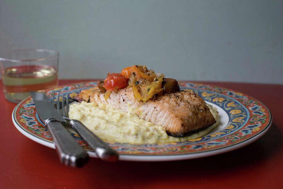 Salmon with polenta and warm tomato vinaigrette Photo: Sarah Crowder, UGC / Sarah Crowder