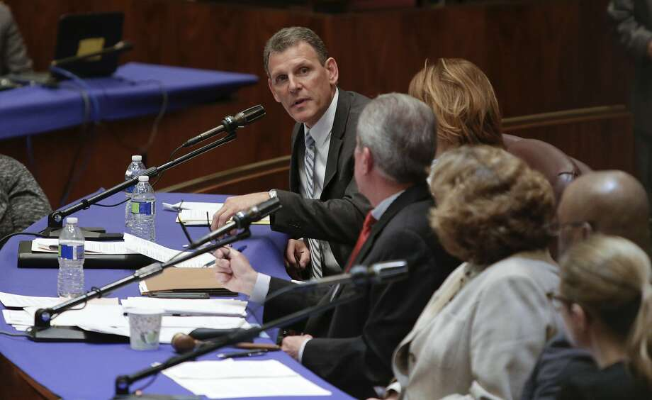 John Slater, a United Airlines vice president, testifies at a Chicago City Council committee hearing last week, after Dr. David Dao was dragged from a flight.Click through this slideshow to see which airlines ranked as the best in 2017. Photo: Teresa Crawford, Associated Press