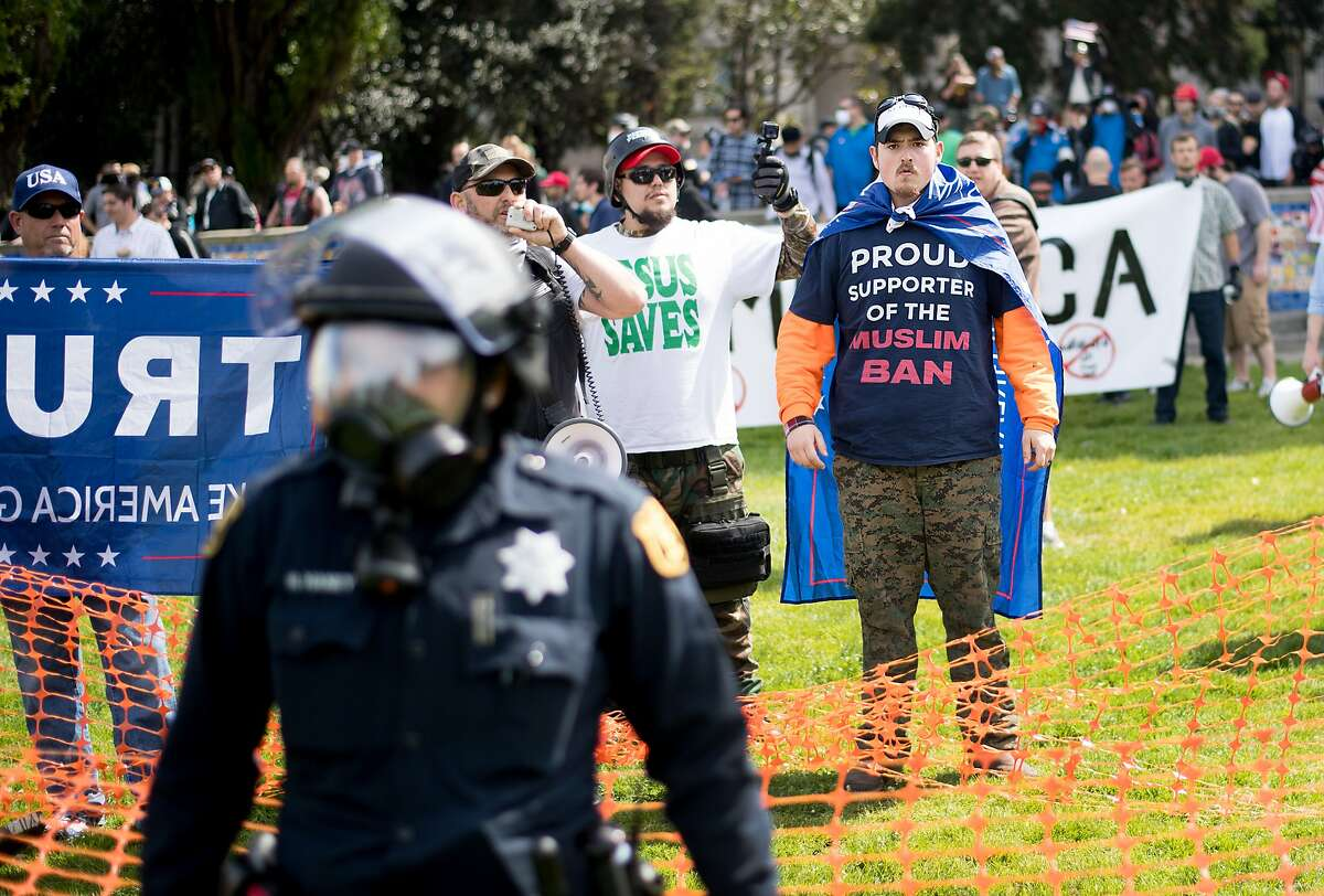 Caleb Wade of Oregon wears a shirt supporting a ban on Muslim travel while rallying with conservatives on Saturday, April 15, 2017, in Berkeley, Calf.