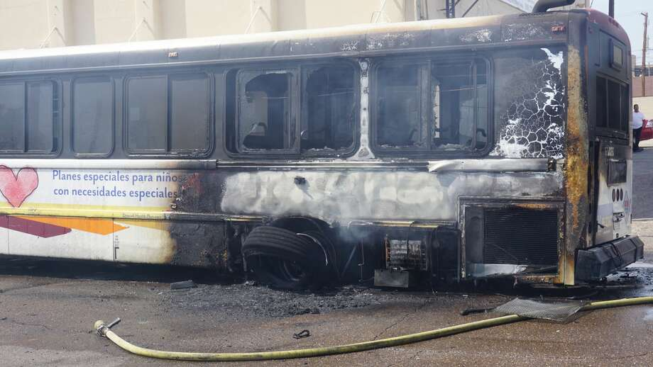 An El Metro Bus caught fire at about 3:45 p.m. Monday, April 17, 2017 on Washington Street near San Bernardo Avenue. Photo: Jose Gustavo Morales, Courtesy / Jose Gustavo Morales