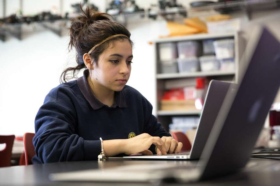 17-year-old Evon Lopez searches for a Garage Band project she's working on for her audio engineering class Thursday, March 30, 2017, at ITW David Speer Academy in Chicago. (Erin Hooley/Chicago Tribune/TNS) Photo: Erin Hooley/TNS