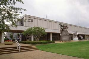 05/15/1986 - The public entrance to the Visitor Center at NASA's Johnson Space Center.