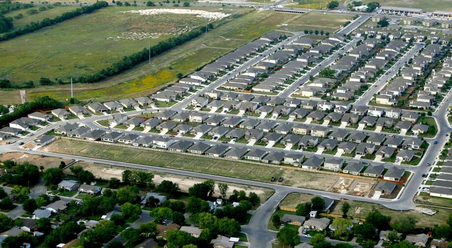 About 2,500 homes were sold in the San Antonio area in March, an increase of 1 percent over March the year before. Photo: William Luther /San Antonio Express-News / © 2012 WILLIAM LUTHER