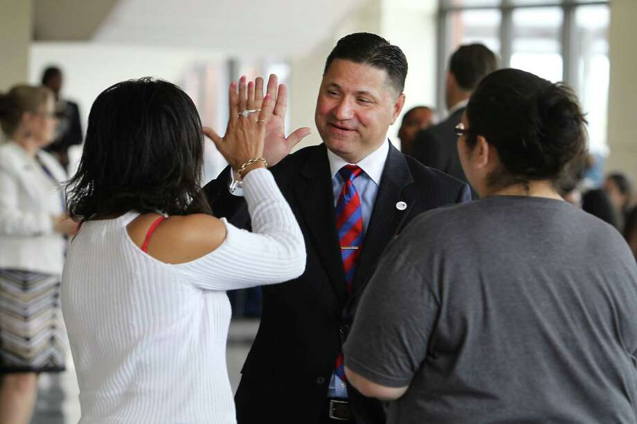 UH-Downtown's new president, Juan Sanchez Muñoz, greets students Antigua Ellis, left, and Tracy Garcia. Photo: Steve Gonzales, Staff / © 2017 Houston Chronicle