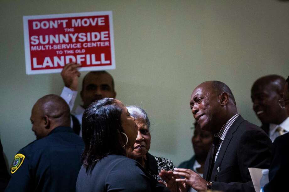 Mayor Sylvester Turner engages Sunnyside residents Monday during a town hall meeting on the proposed move of the Sunnyside Multi-Service Center. Photo: Marie D. De Jesus, Staff / © 2017 Houston Chronicle