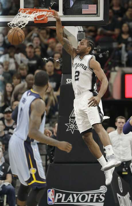 San Antonio Spurs forward Kawhi Leonard (2) scores against the Memphis Grizzlies during the first half in Game 2 of a first-round NBA basketball playoff series, Monday, April 17, 2017, in San Antonio. (AP Photo/Eric Gay) Photo: Eric Gay/Associated Press