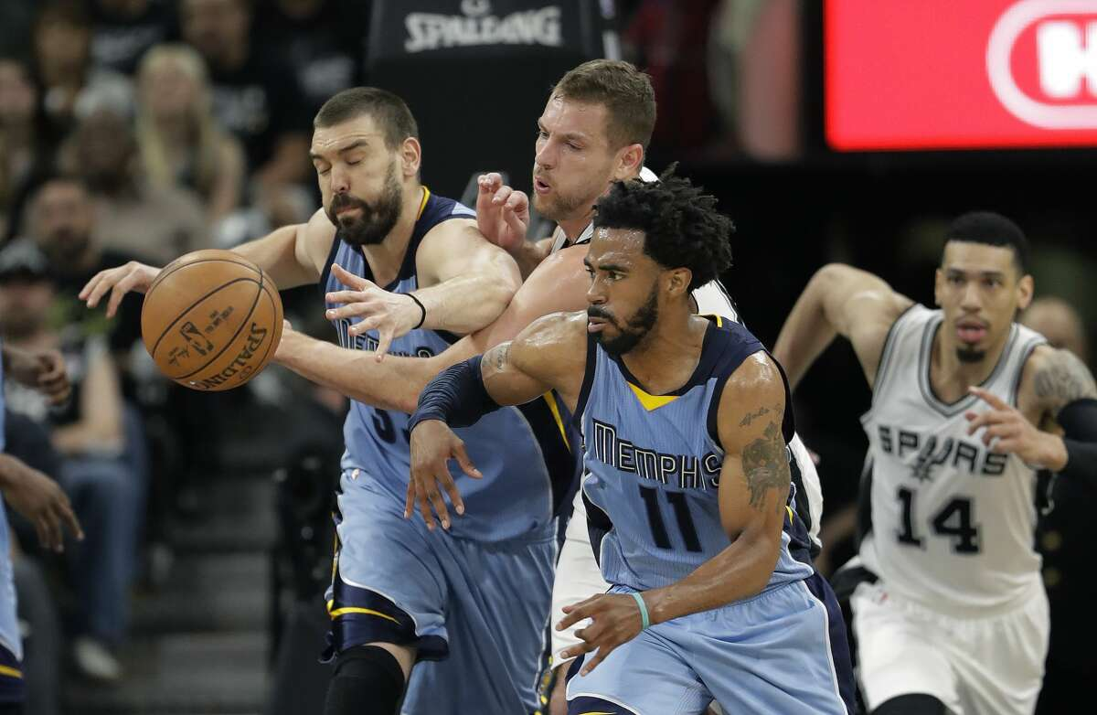 Stop the break : The Grizzlies aren't the 7-seconds-or-less Suns, but they have exploited the Spurs' transition defense this series. Memphis is averaging 1.15 points per possession in transition and scored 26 fast-break points in Game 4.
