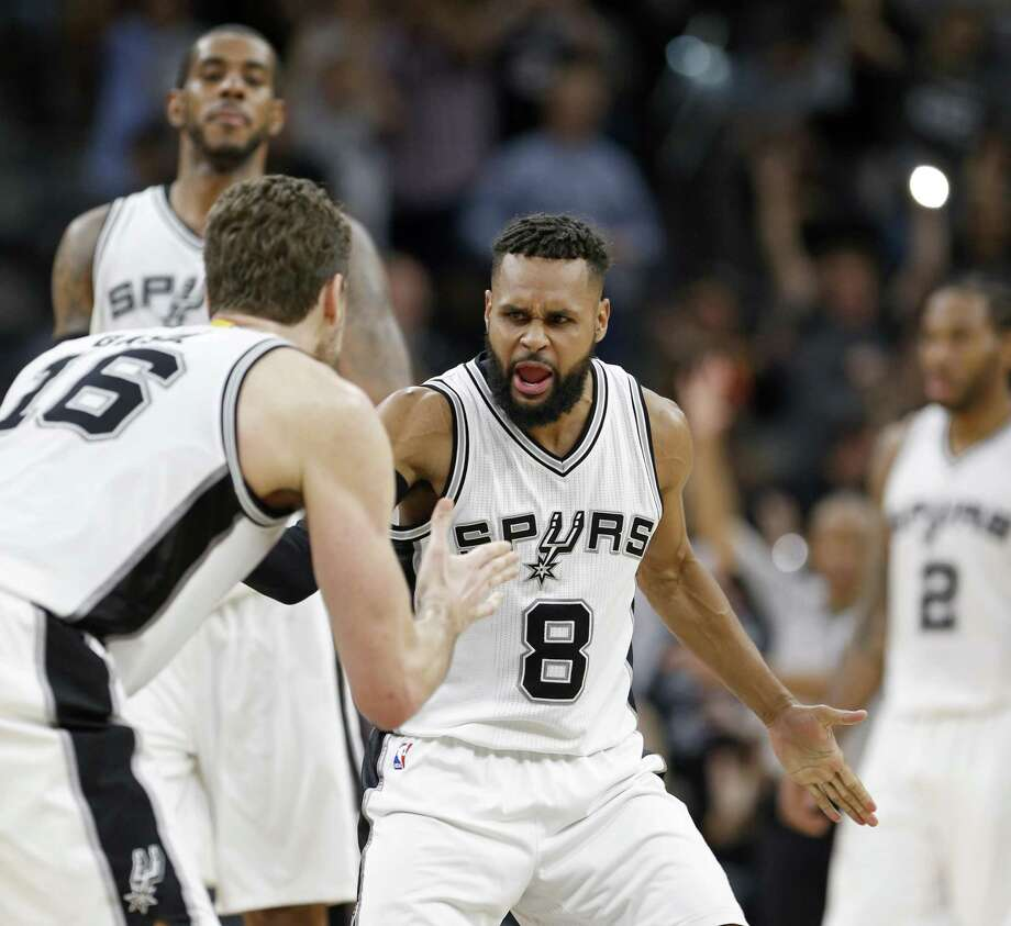 Spurs re-sign Patty Mills