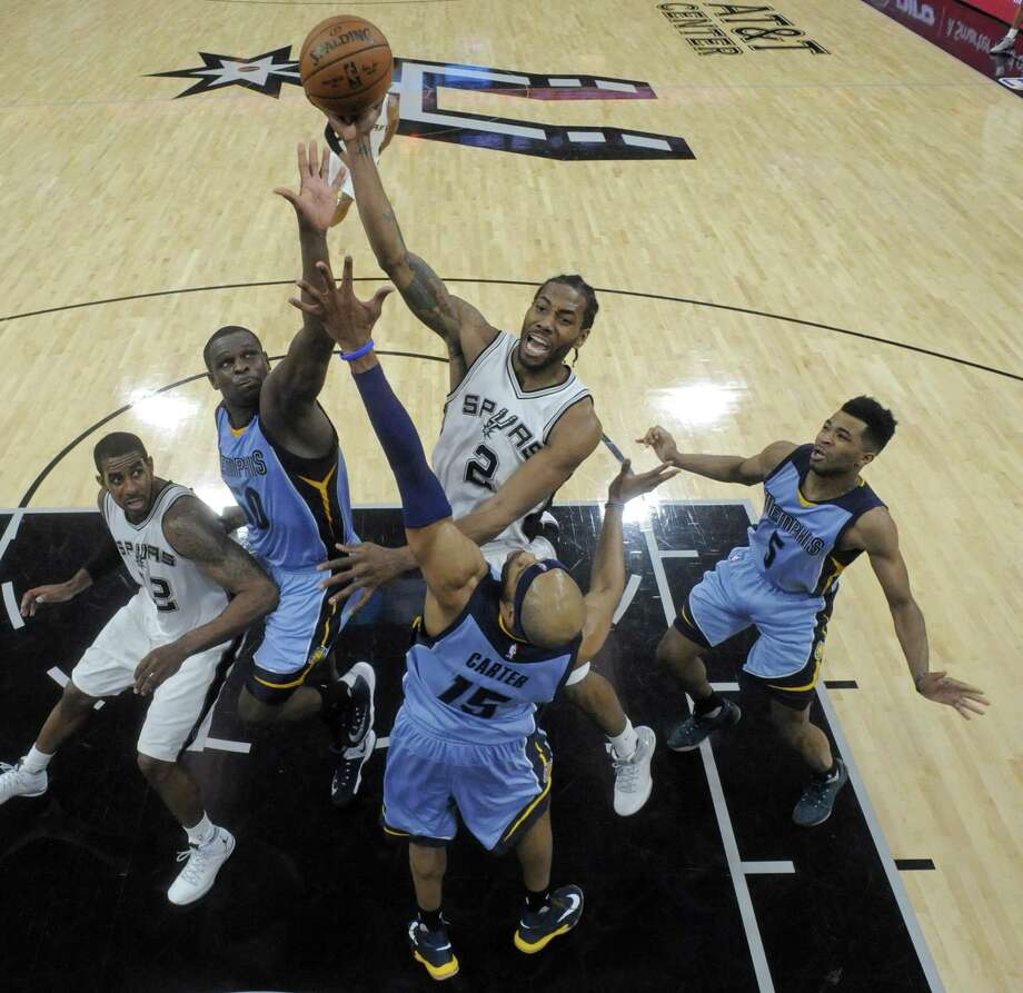San Antonio Spurs' Kawhi Leonard shoots over Memphis GrizzliesÕ Zach Randolph and Vince Carter during second half action of Game 2 in the first round of the Western Conference playoffs held Monday April 17, 2017 at the AT&T Center. The Spurs won 96-82. Photo: Edward A. Ornelas, Staff / San Antonio Express-News / © 2017 San Antonio Express-News