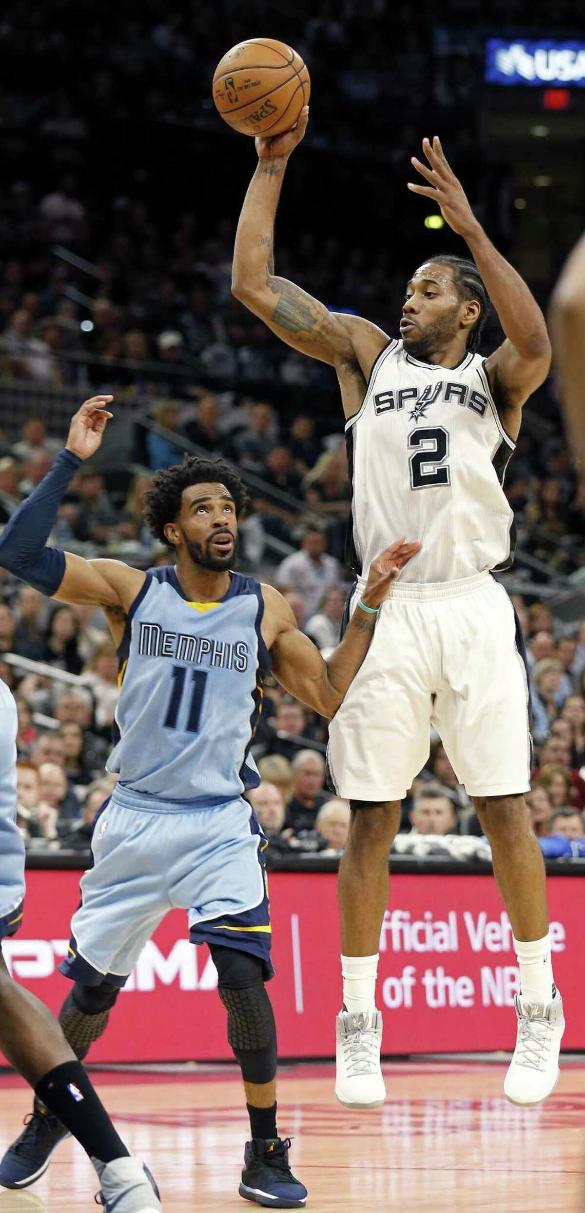 San Antonio Spurs' Kawhi Leonard passes over Memphis Grizzlies?• Mike Conley during first half action of Game 2 in the first round of the Western Conference playoffs held Monday April 17, 2017 at the AT&T Center.