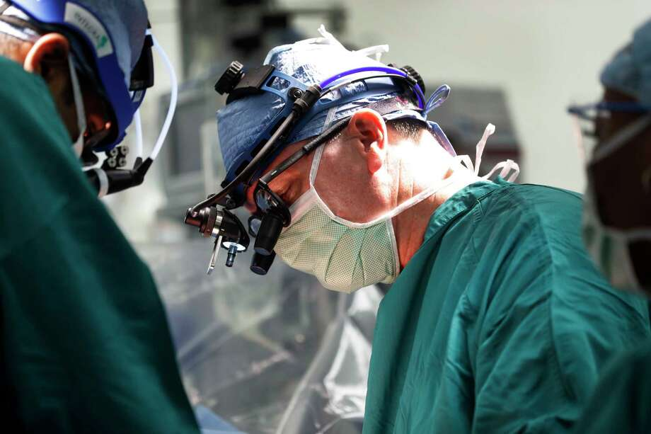 Houston Methodist heart doctor, Thomas MacGillivray works on a patient during his first surgery, since moving to Houston, Tuesday, Jan. 3, 2017, in Houston.  MacGillivray, one of the best heart doctors in the world,is  part of a series of docs personally recruited by TMC president Robert Robbins. ( Karen Warren / Houston Chronicle ) Photo: Karen Warren, Staff Photographer / 2016 Houston Chronicle