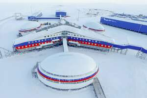 ARKHANGELSK REGION, RUSSIA - MARCH 28, 2017: The Arktichesky Trilistnik [Arctic Trefoil] military base on Alexandra Land Island, a part of the Franz Josef Land Archipelago. The base's infrastructure includes living quarters, special purpose facilities, control centres, garages for military and special vehicles, self-sufficient power unit, warehouse and storagefacilities. Russian Defence Ministry Press Office/TASS (Photo by TASS\TASS via Getty Images)